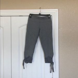 LULULEMON Gray Leggings with Tie Accent, Size 6.